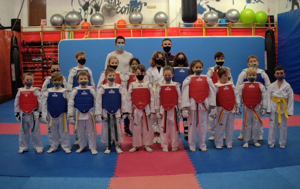 cambio de cinturon taekwondo finestrat